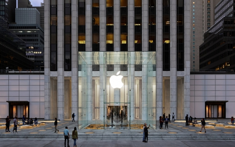 Apple Fifth Avenue: The New York City Landmark Returns