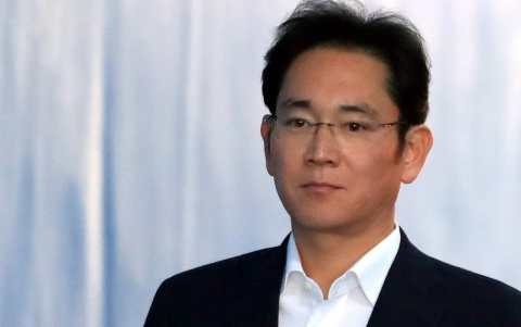 Samsung Heir Questioned in Succession Probe